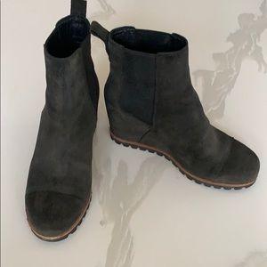 UGG Pax Waterproof Black Wedge Chelsea Boot Sz 7